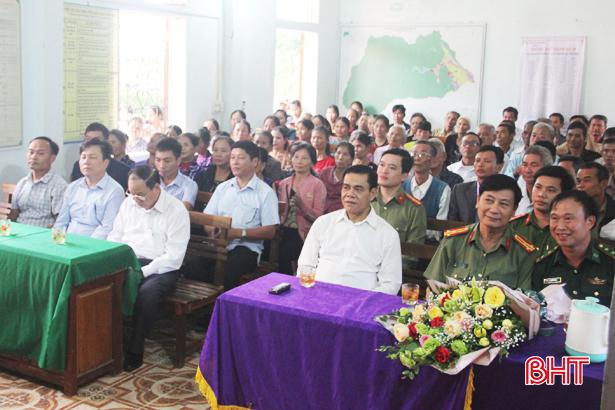 Giám đốc Công an Hà Tĩnh chung vui ngày hội đoàn kết với người dân Hương Khê