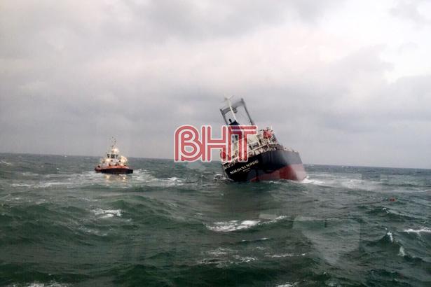 Hà Tĩnh cứu thành công 18 thuyền viên tàu nước ngoài bị nạn tại Cảng Sơn Dương