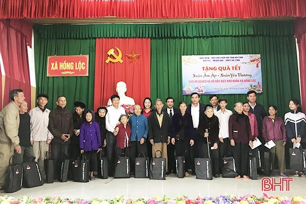 Lãnh đạo tỉnh Hà Tĩnh tặng quà tết cho hộ nghèo, đối tượng chính sách ở Lộc Hà, Kỳ Anh