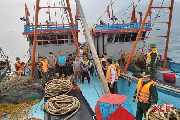 Bắt 2 tàu cá Nghệ An vào vùng biển Hà Tĩnh khai thác sai quy định