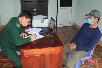 Biên phòng Hà Tĩnh bắt giữ 2 tàu giã cào Nghệ An khai thác trái quy định