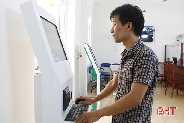Hiện đại hóa bộ phận tiếp nhận và trả kết quả cấp xã ở Cẩm Xuyên