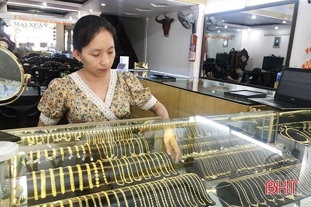 Giá vàng đạt đỉnh trong 9 năm, giao dịch tại Hà Tĩnh vẫn trầm lắng