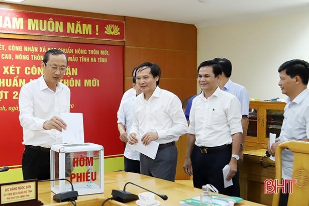 Hà Tĩnh khen thưởng 3 xã đạt chuẩn nông thôn mới 3 tỷ đồng
