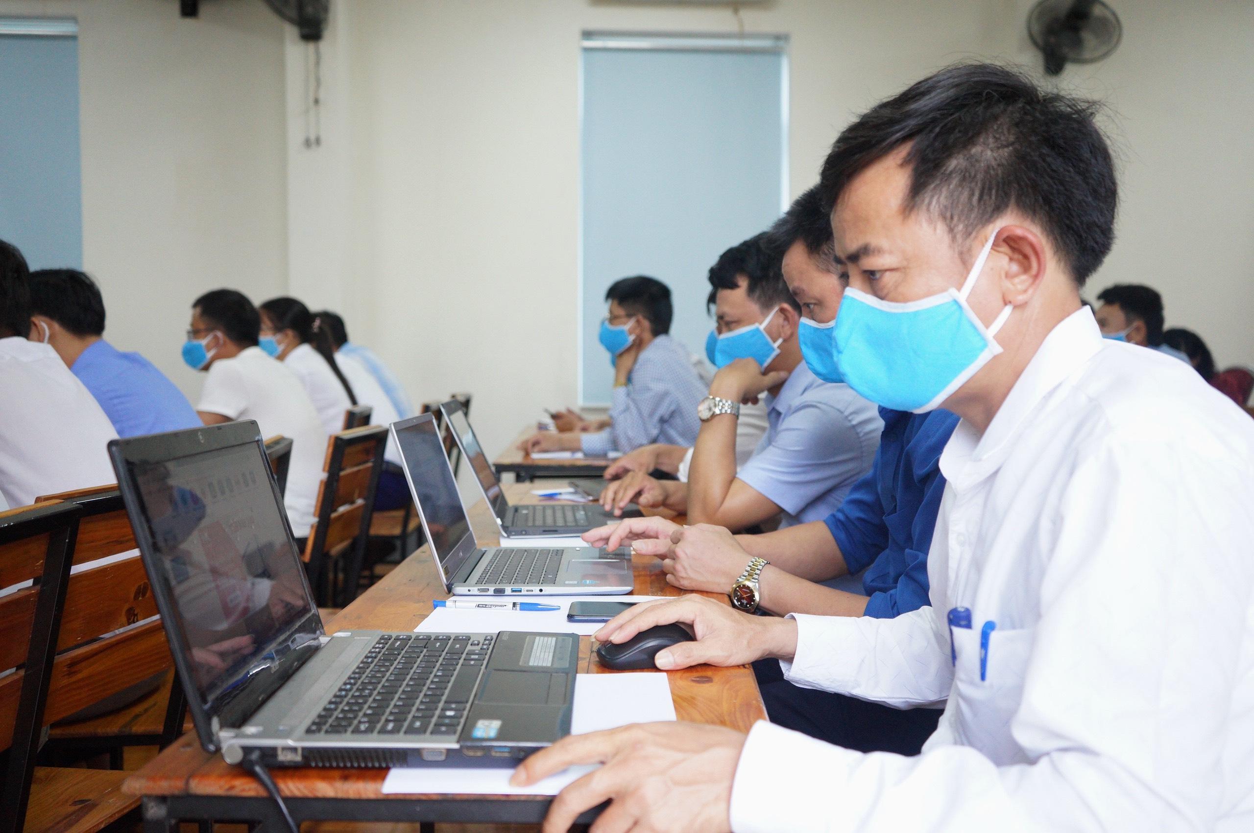 Đào tạo nâng cao kỹ năng ứng dụng CNTT cho Lãnh đạo CIO cấp xã, thị trấn và đội ngũ cán bộ VHTT huyện Hương Khê năm 2020