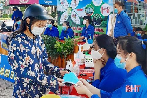 """""""Đổi rác lấy quà"""", lan tỏa lối sống xanh ở Hà Tĩnh"""