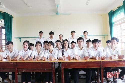 Ngôi trường vùng biển ngang Hà Tĩnh có 20 học sinh đạt từ 27 điểm trở lên