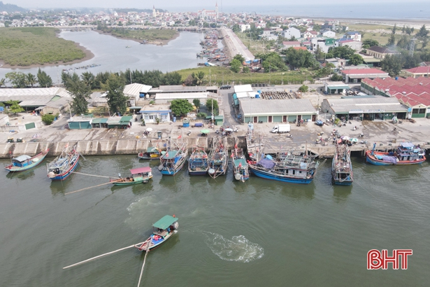 Công điện khẩn của UBND tỉnh Hà Tĩnh về ứng phó với bão số 5 và hoàn lưu sau bão