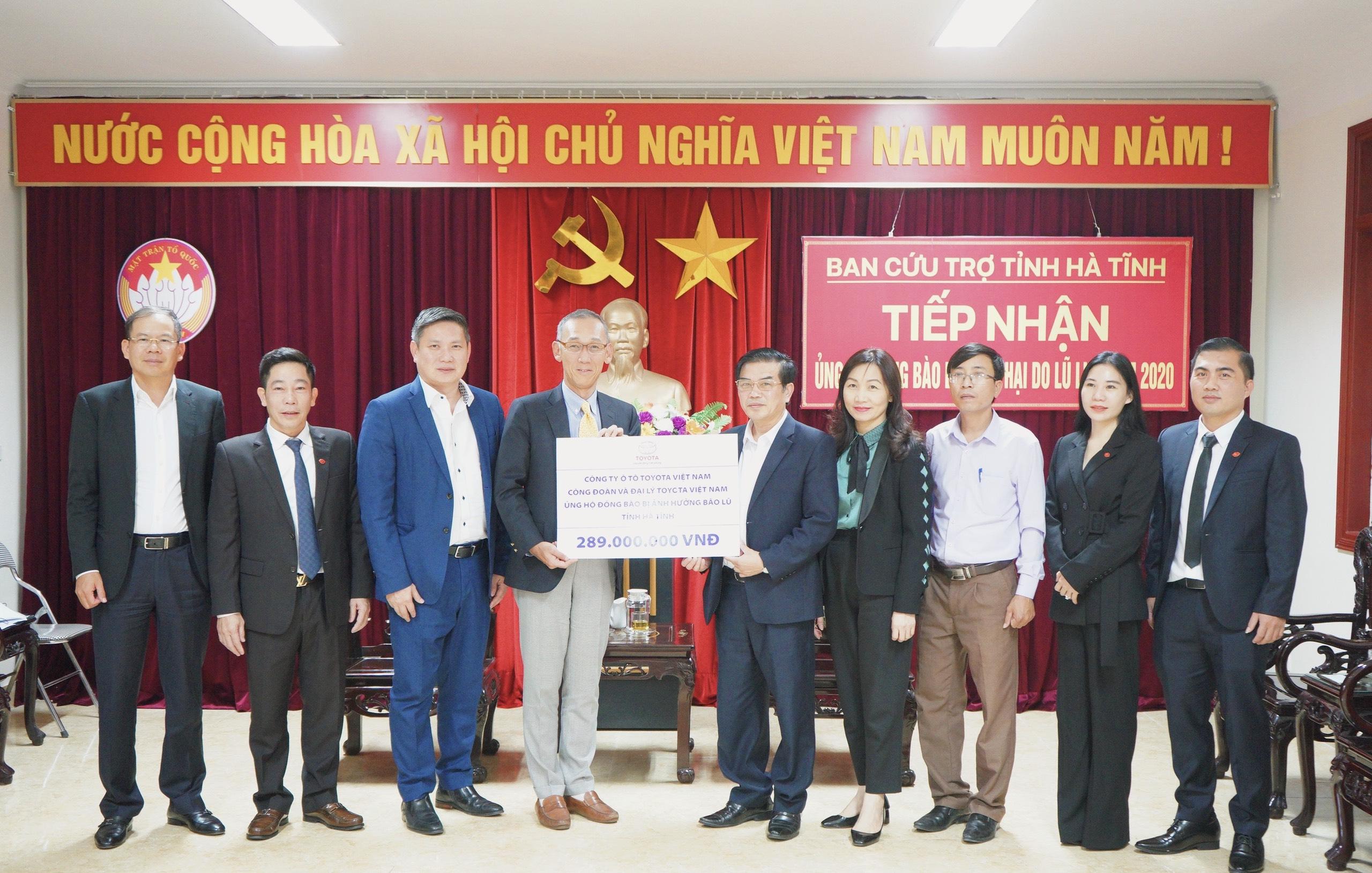 Công ty Ô tô Toyota Việt Nam hỗ trợ gia đình vùng lũ Hà Tĩnh 289 triệu đồng  khắc phục khó khăn sau lũ
