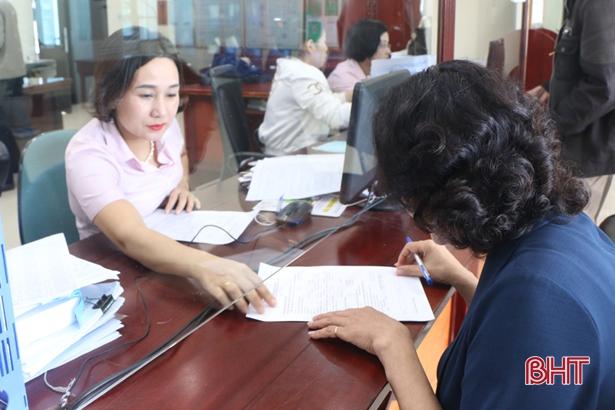 Gói vay 16.000 tỷ đồng trả lương lao động ngừng việc do Covid-19 chính thức được giải ngân tại Hà Tĩnh