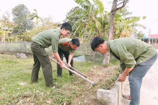 """Tuổi trẻ Công an TP Hà Tĩnh tham gia chương trình """"Ngày thứ 7 tình nguyện"""""""