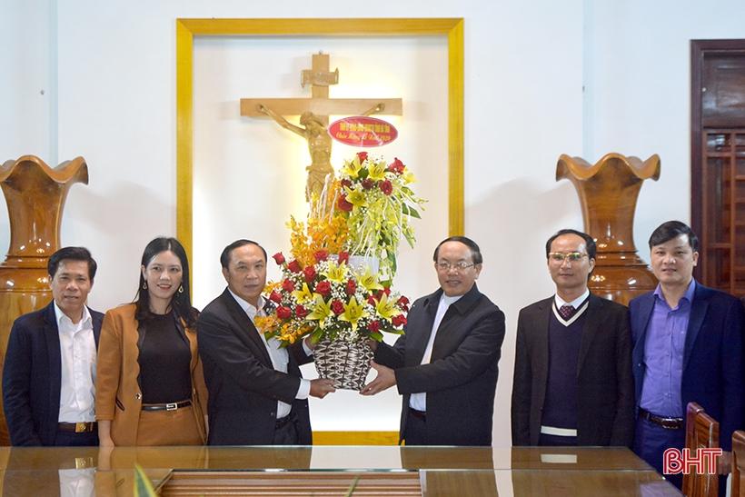 Trưởng ban Tổ chức Tỉnh ủy Hà Tĩnh chúc mừng Giáo hạt Can Lộc