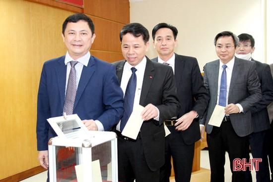Văn phòng UBND tỉnh Hà Tĩnh quyên góp ủng hộ Tết vì người nghèo, nạn nhân da cam
