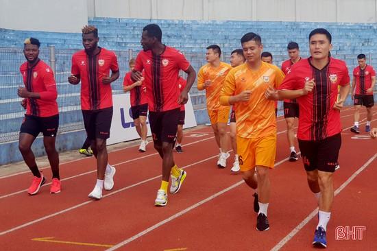 Hồng Lĩnh Hà Tĩnh giao hữu với Sông Lam Nghệ An trong lúc chờ V.League trở lại