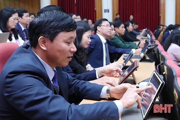 Xem xét bố trí kinh phí tiêm vắc xin phòng Covid-19 cho người từ 18 tuổi trở lên ở Hà Tĩnh