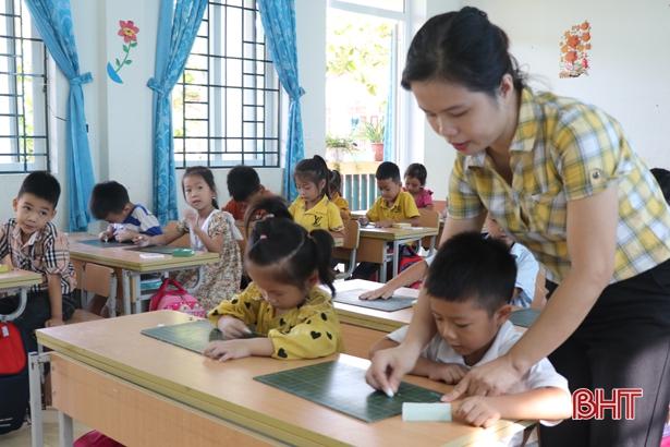 Hà Tĩnh tạm dừng bồi dưỡng thăng hạng giáo viên để chờ hướng dẫn mới