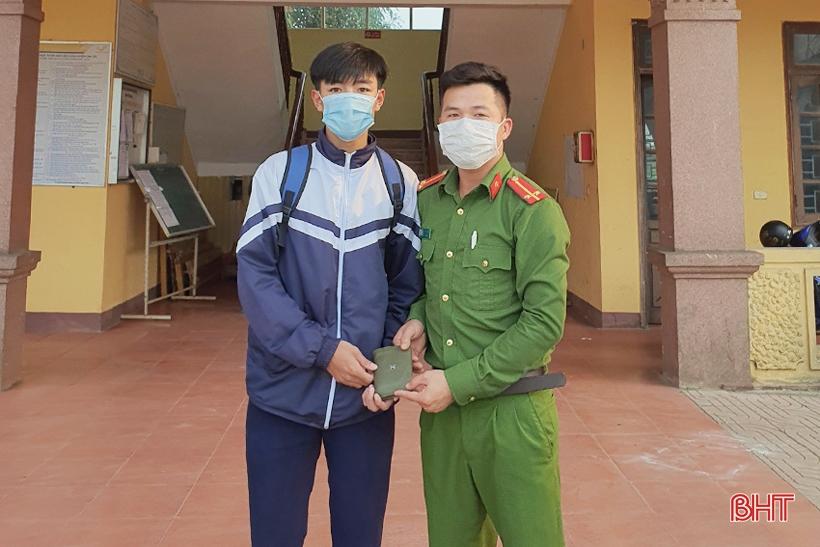 Nhặt được hơn 10 triệu đồng, nam sinh Hà Tĩnh tìm người trả lại