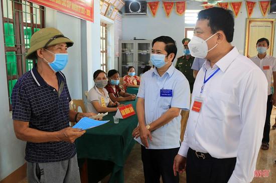 Lãnh đạo Hà Tĩnh kiểm tra công tác bầu cử, động viên cử tri tại các khu vực bỏ phiếu