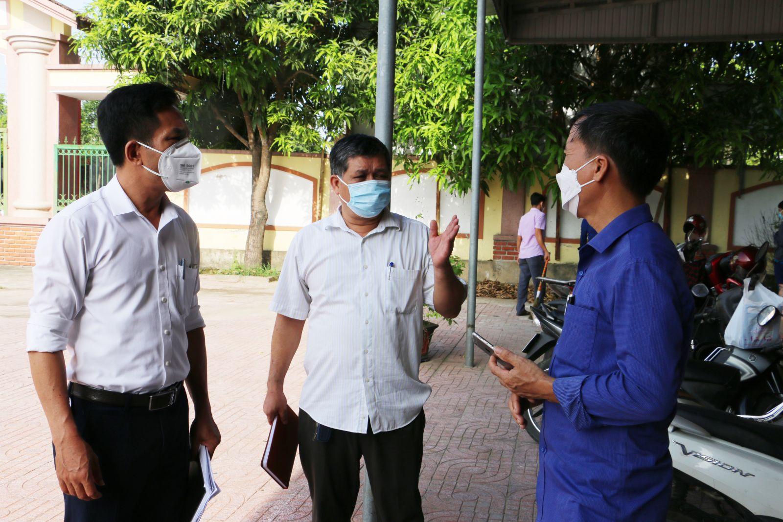 Rà soát, lấy mẫu xét nghiệm những người có liên quan đến Nhà tắm nước ngọt công cộng, bãi tắm Xuân Hải - Thị trấn Lộc Hà