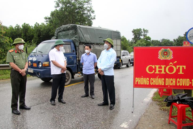 Chủ tịch UBND tỉnh: Hương Sơn cần khẩn trương truy vết các trường hợp liên quan đến 9 ca bệnh