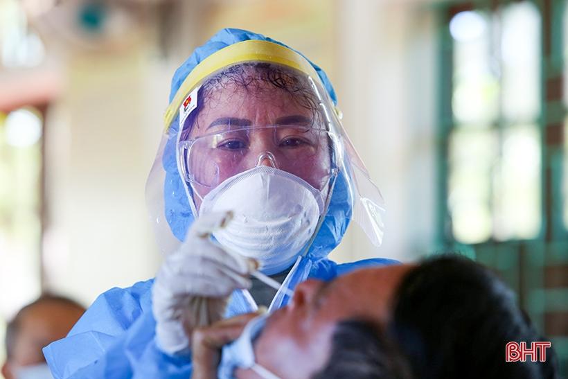 Nỗi vất vả của những nhân viên y tế góp sức truy tìm virus SARS-CoV-2 ở Hà Tĩnh