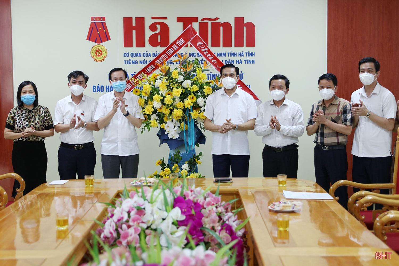 Chủ tịch UBND tỉnh chúc mừng Báo Hà Tĩnh nhân ngày Báo chí cách mạng Việt Nam
