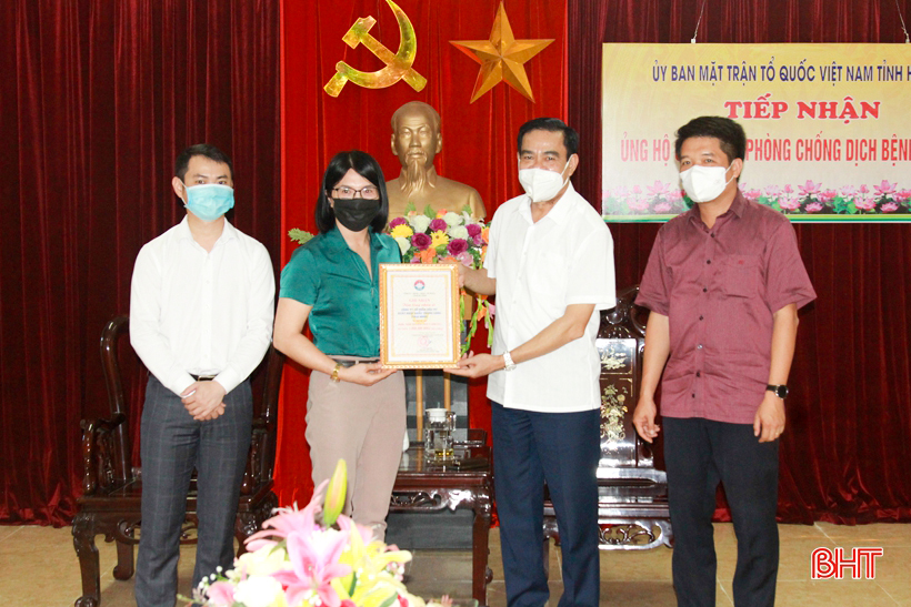Các đơn vị, doanh nghiệp ủng hộ Hà Tĩnh gần 1,9 tỷ đồng phòng chống dịch