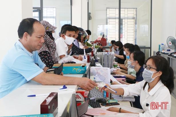 Khai trương Trung tâm Hành chính công huyện Cẩm Xuyên tại trụ sở Bưu điện huyện trong tháng 8