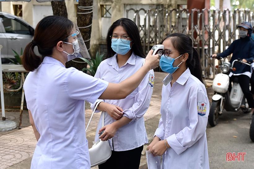 Sáng nay, hơn 17.300 thí sinh Hà Tĩnh bắt đầu Kỳ thi tốt nghiệp THPT 2021