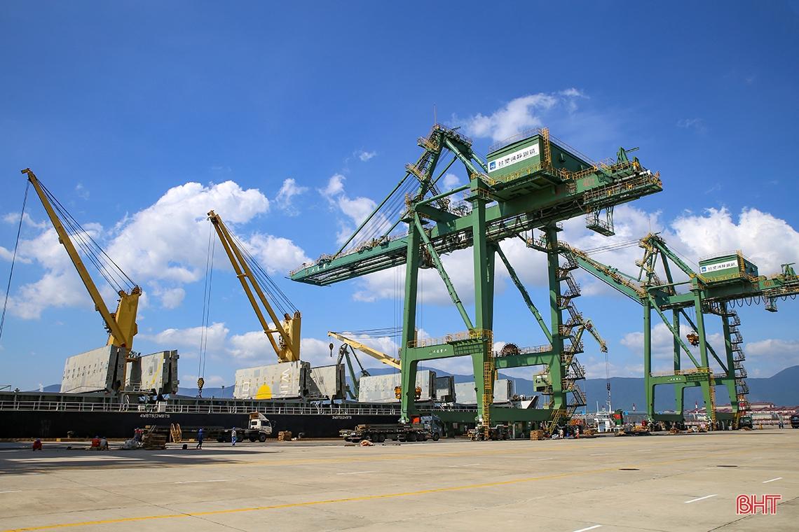 """Vượt """"bão"""" Covid-19, kim ngạch xuất khẩu Hà Tĩnh đạt hơn 910 triệu USD"""