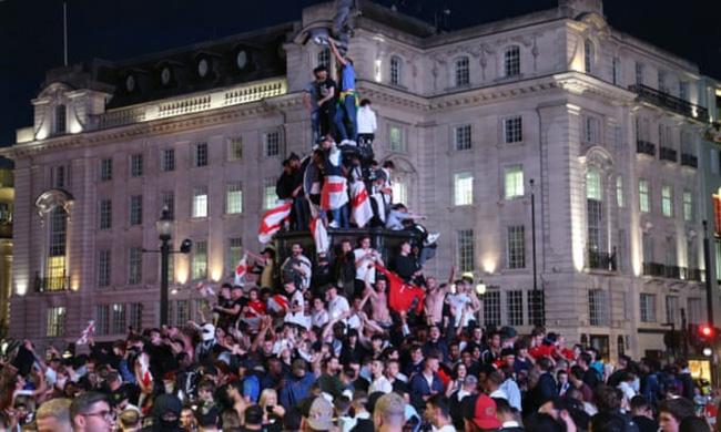 COVID-19 lan nhanh, Thủ tướng Anh kêu gọi cổ vũ EURO 2020 có trách nhiệm