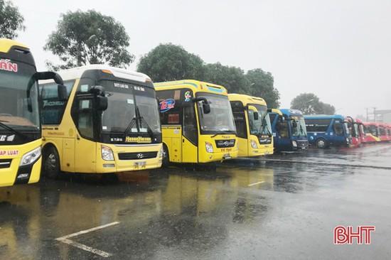 Hà Nội tạm dừng vận tải hành khách đến Hà Tĩnh và 13 tỉnh, thành phố