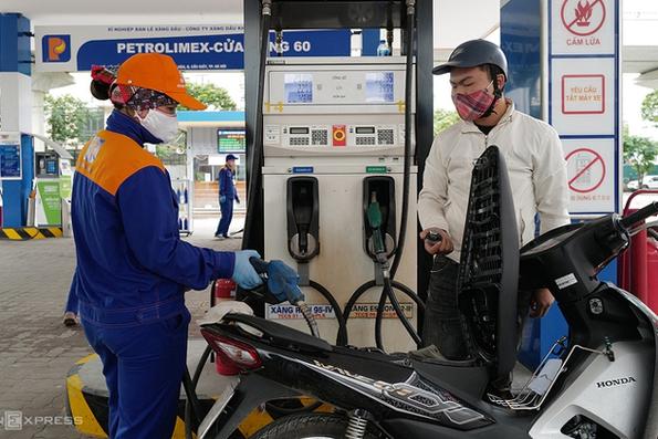 Giá xăng tăng lên mức cao nhất trong hơn 2 năm