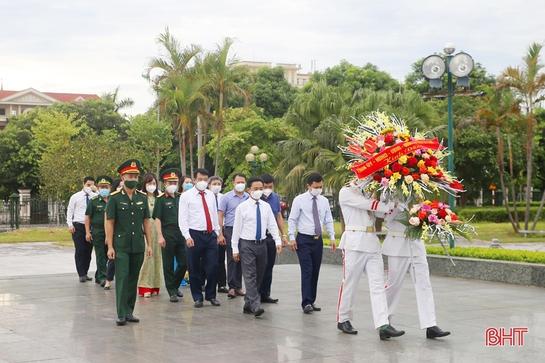 Lãnh đạo tỉnh Hà Tĩnh dâng hương tưởng niệm Bác Hồ, Tổng Bí thư Hà Huy Tập và các anh hùng, liệt sỹ