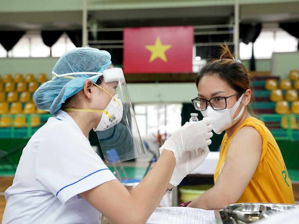 Sáng 2/8: Có 3.201 ca mắc COVID-19, hơn 6,4 triệu liều vắc xin đã được tiêm