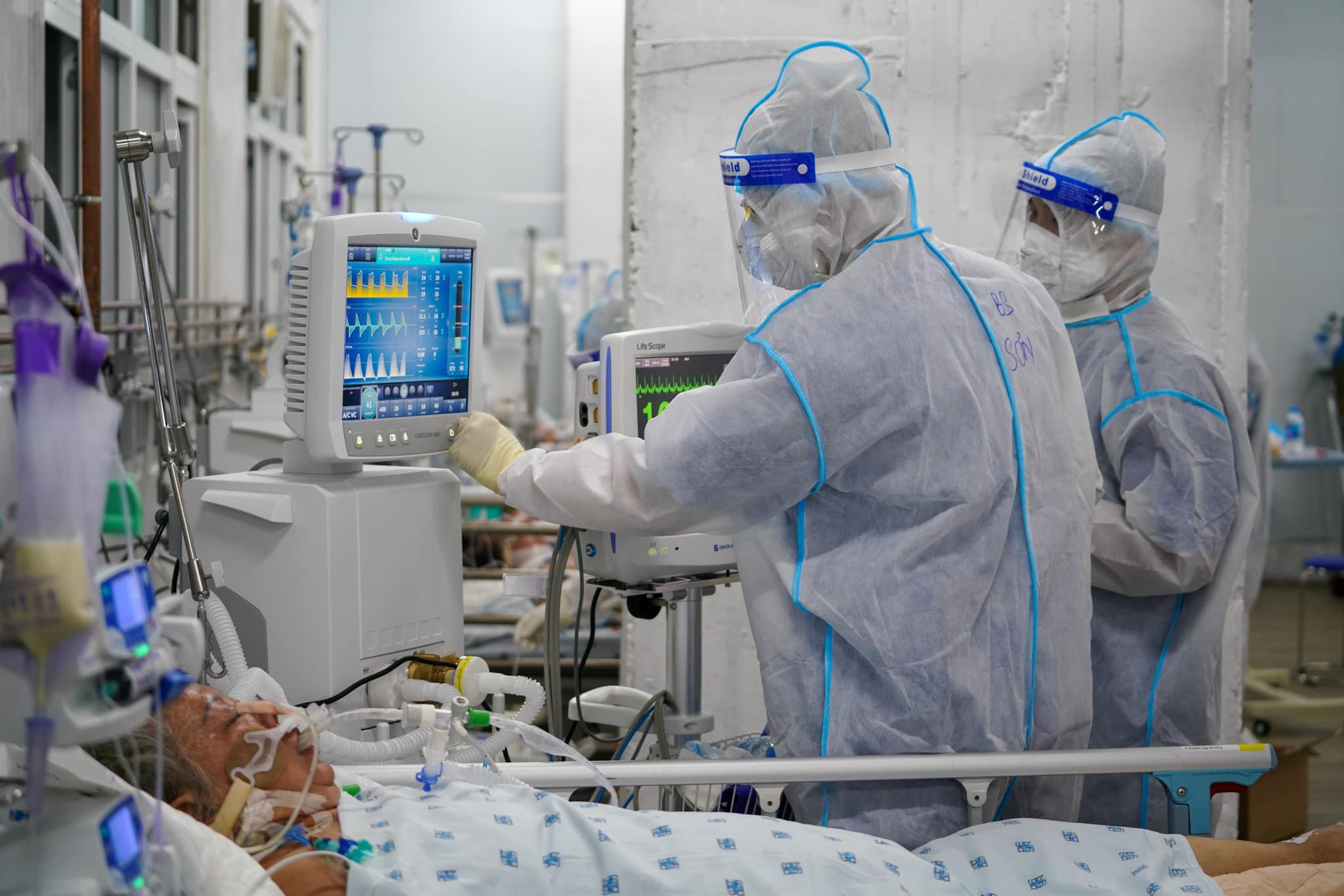 Sáng 29/9: Hơn 191.700 ca COVID-19 đang điều trị; 14 địa phương 2 tuần không ghi nhận F0 trong cộng đồng