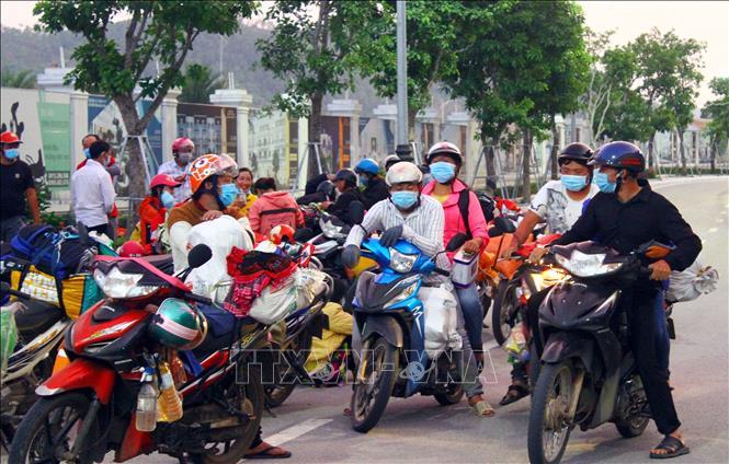 Nghệ An phát hiện nhiều trường hợp dương tính là công dân tự đi xe máy về quê
