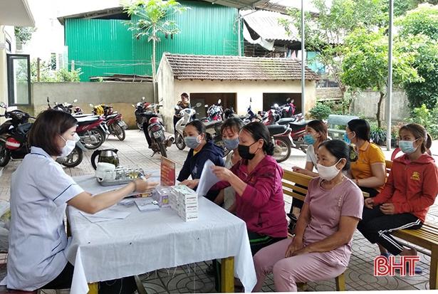 Hương Khê khắc phục khó khăn triển khai chiến dịch chăm sóc SKSS-KHHGĐ