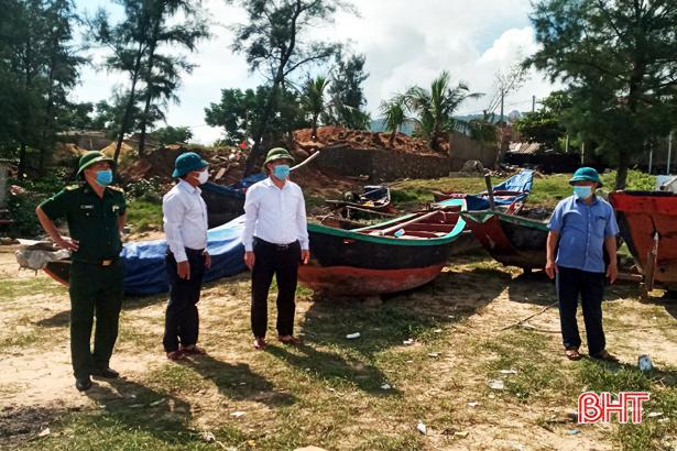 Hà Tĩnh kêu gọi tàu thuyền vào bờ tránh bão số 8