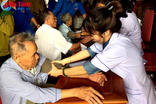 Khám, cấp phát thuốc miễn phí cho hơn 300 người dân Kỳ Lợi